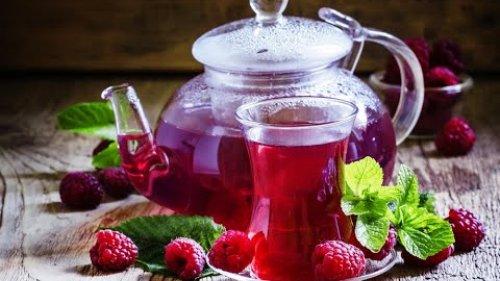 Малиновый чай - кладезь витаминов. / Raspberry tea - a storehouse of vitamins.