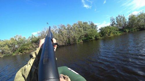 Охота на утку с ЛОДКИ. Гребу на веслах по озеру и стреляю на лету. Ружье Franchi Affinity One.