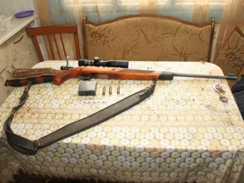 Гостивший в деревне омич застрелил двух косуль