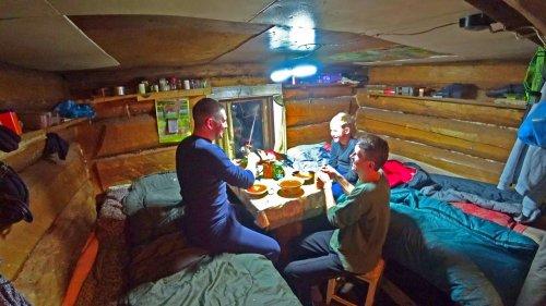 Три дня на Лесном Озере.Живём в Таёжной Избушке.Рыбалка в Глухозимье