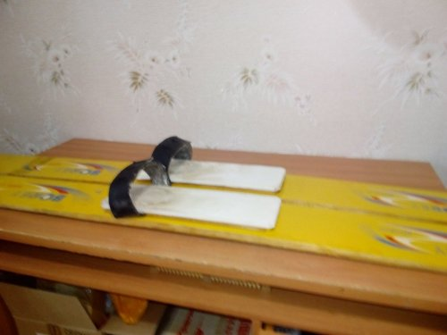 Материал для оснастки охотничьих лыж.