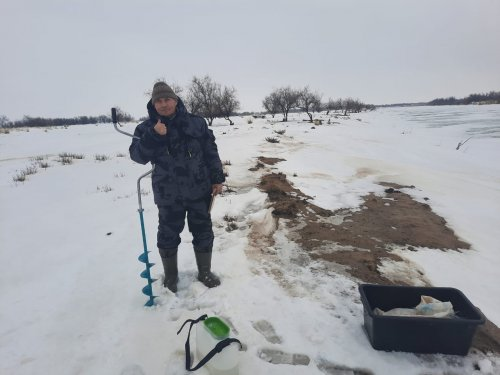На наших зимних речках -3