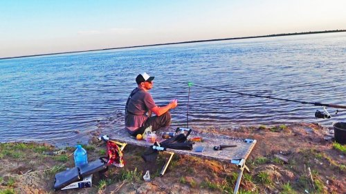 Рыбалка с ночёвкой на берегу реки.Рыбачу на корягу).Сезон открыт.