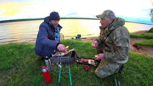 """Рыбалка на реке.Батл: Фидер против """"Коряги"""".Готовим рыбу на мангале. Первый Лещ в сезоне."""